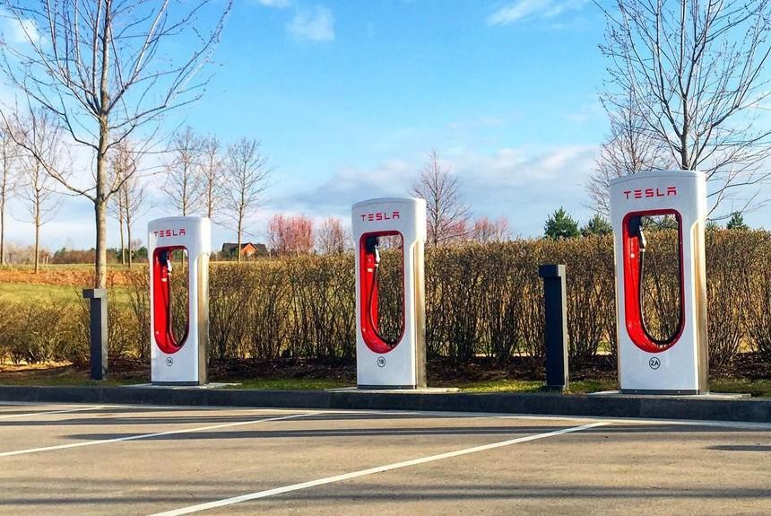 В ближайшие два года в России откроют 5 новых станций зарядки Tesla Supercharger