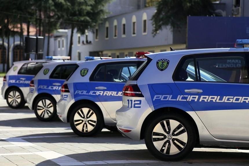 Албанские полицейские получили партию электрических VW Golf