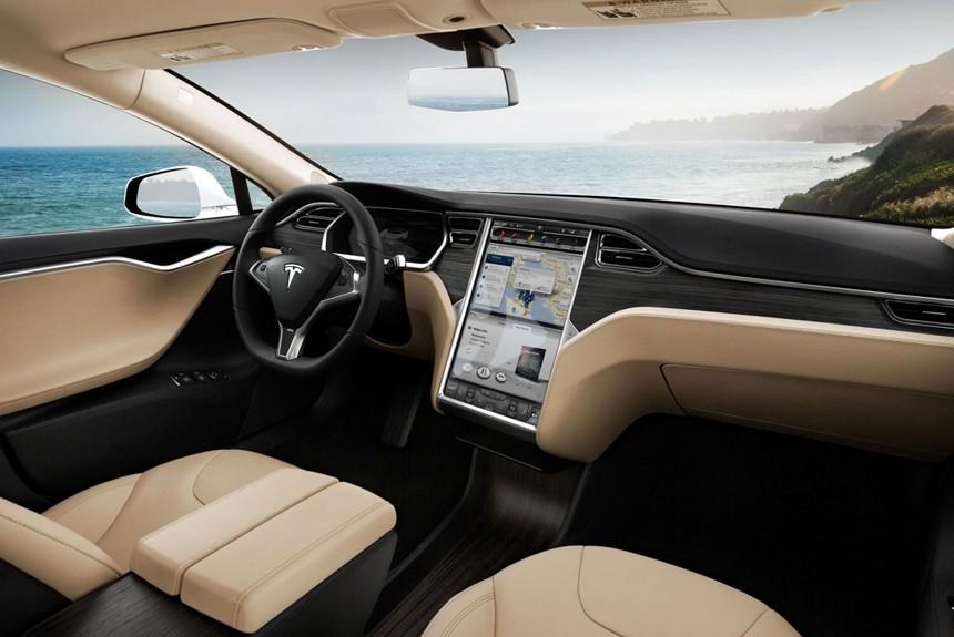 Интерьерами электромобилей Tesla займется специалист из Volvo