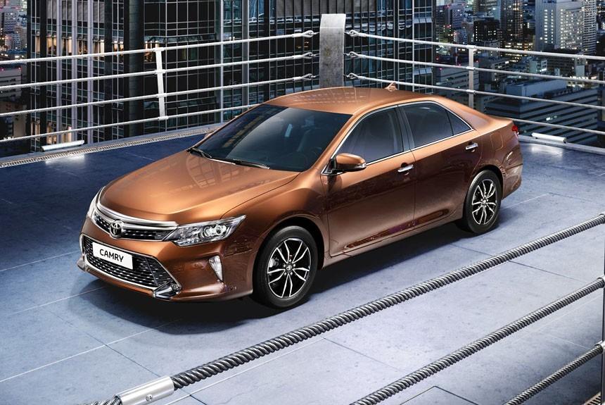 Российская Toyota Camry пережила символическое обновление