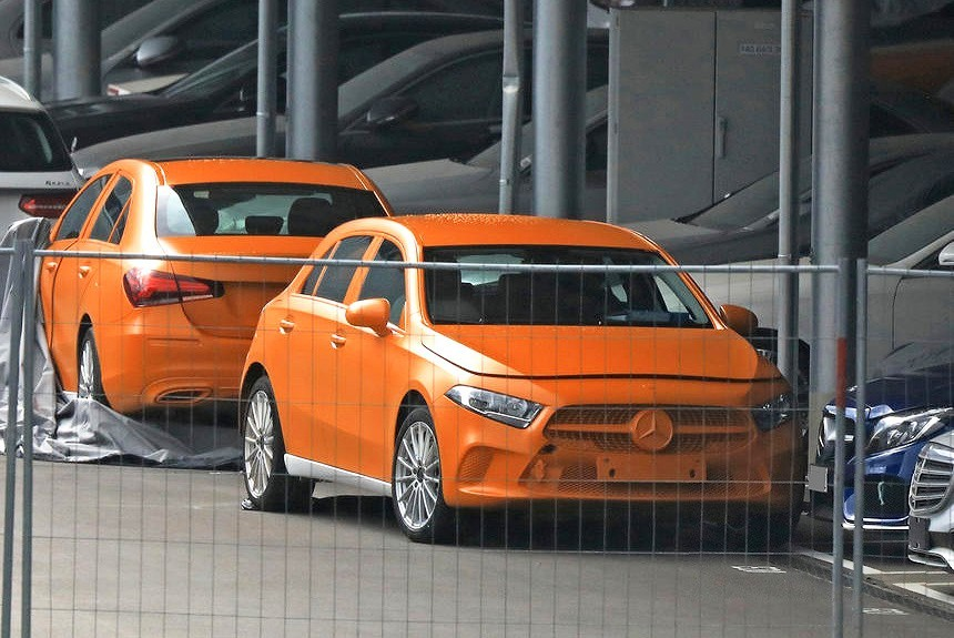Будущий Mercedes A-класса хэтчбек и седан без камуфляжа