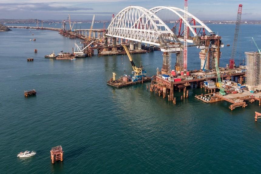 Мост через Керченский пролив посоветовали назвать «Президентским»
