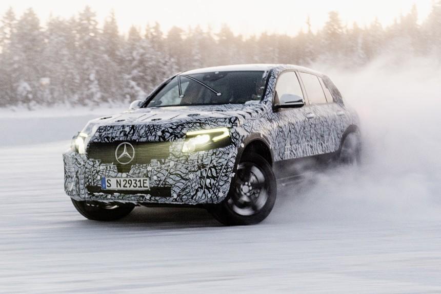 Будущий кроссовер Mercedes EQC испытания холодом
