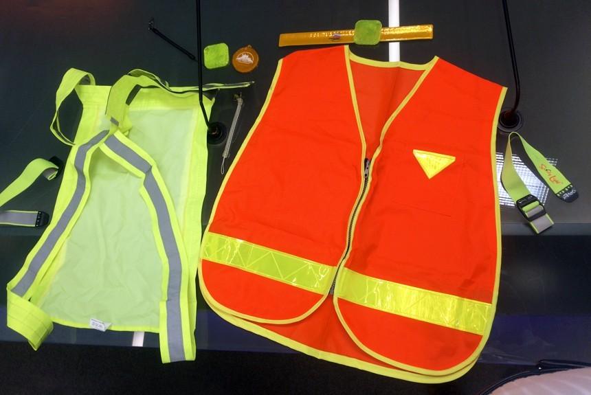 Водителей вынудили носить светоотражающий жилет — Новые правки ПДД