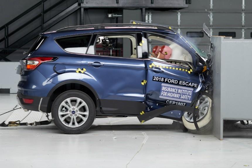 Форд Escape непрошел тесты набезопасность