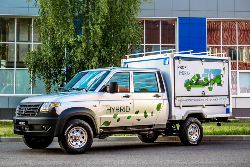 Электричество и бензин УАЗ представил гибридную версию Профи