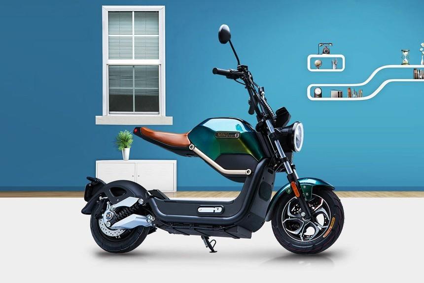 В России начались продажи скутеров MIKU Max