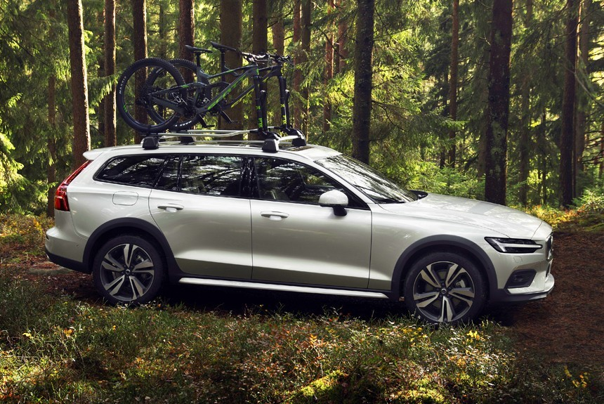 Новый универсал Volvo V60 Cross Country: 210 мм под днищем!