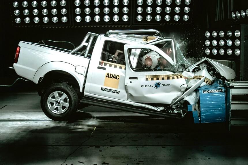 Краш-тест пикапа Nissan NP300 Hardbody: круглый ноль!