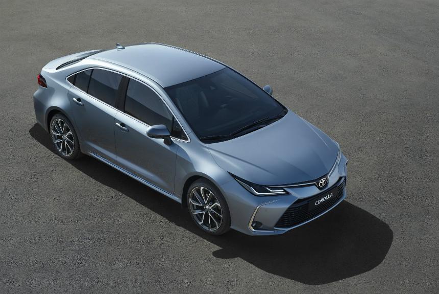 Новый седан Тойота Corolla получил 2-литровый мотор Dynamic Force