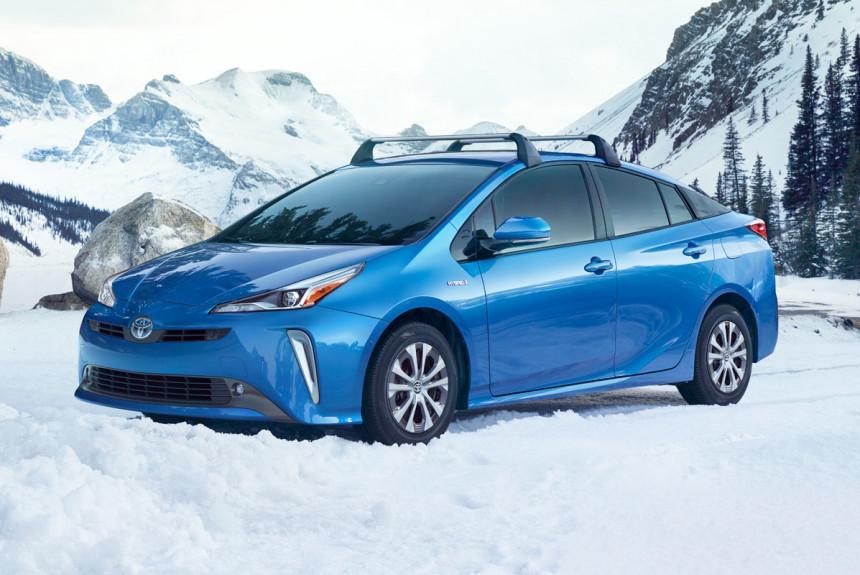 Обновленная Toyota Prius обрела более традиционный дизайн