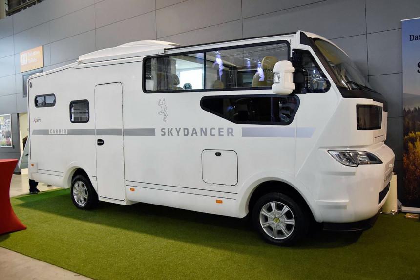 Представлен моторхоум-кабриолет Skydancer Apero