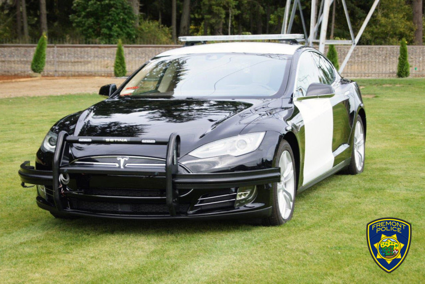 Полицейская Tesla выходит на испытания в США