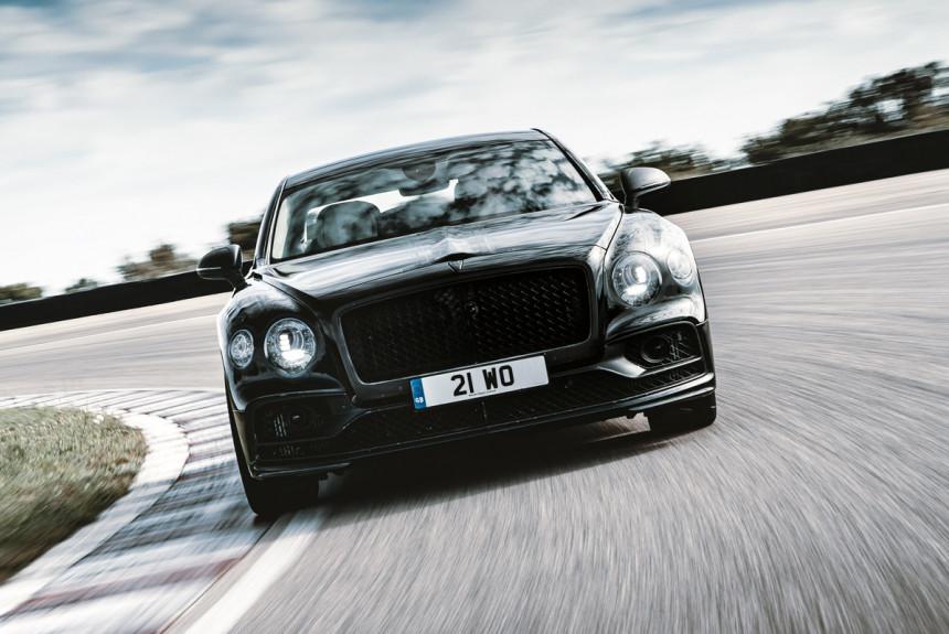 Новый Bentley Flying Spur: премьера через две недели