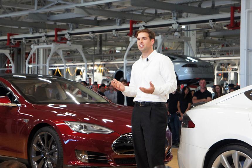 Без правой руки: Tesla потеряла ключевого сотрудника