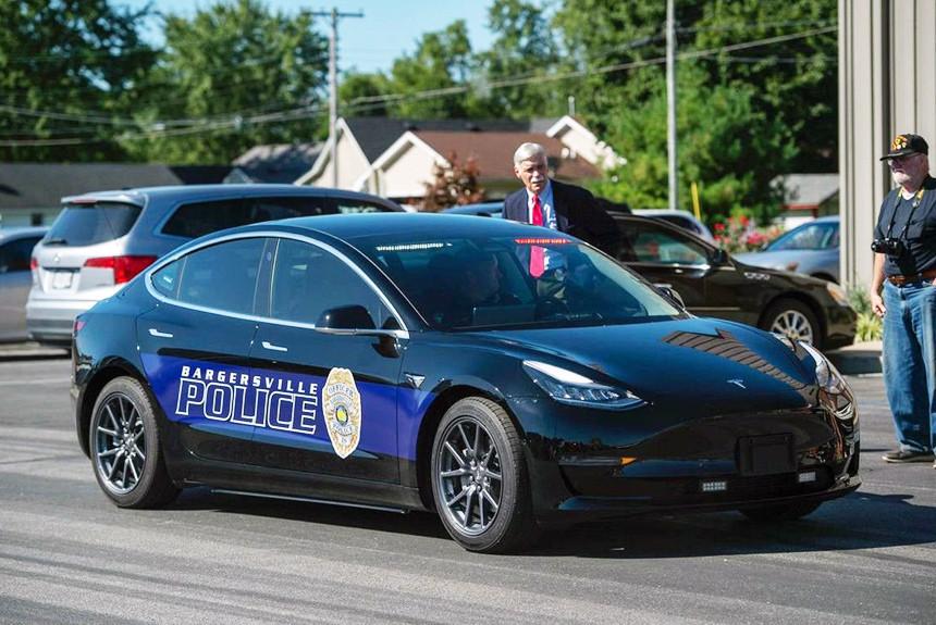 Дайджест дня: Tesla Model 3 в полиции, гаражи в законе и другие события автоиндустрии