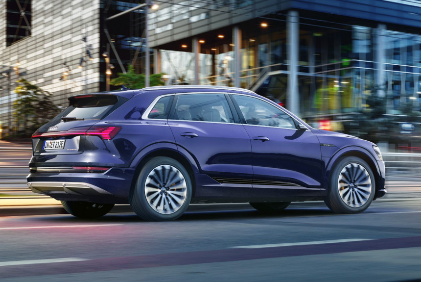 Article 169125 860 575 - Кроссоверы Audi e-tron стали дальнобойнее