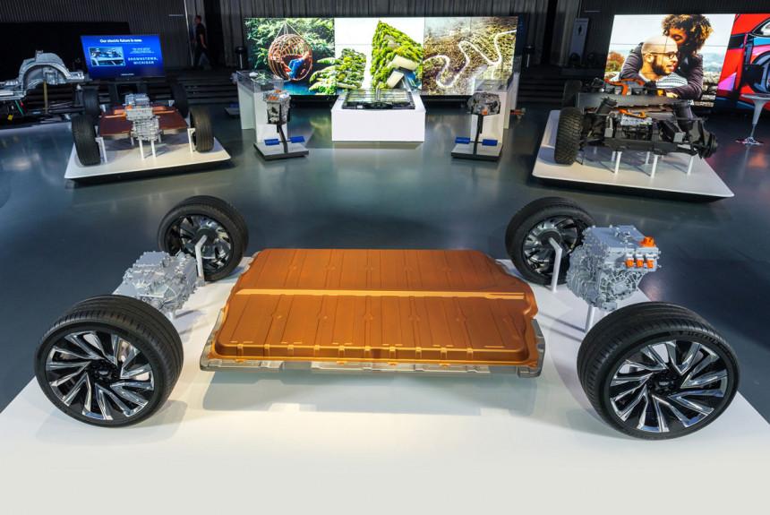 GM готовит электронаступление: 100 долларов за киловатт-час