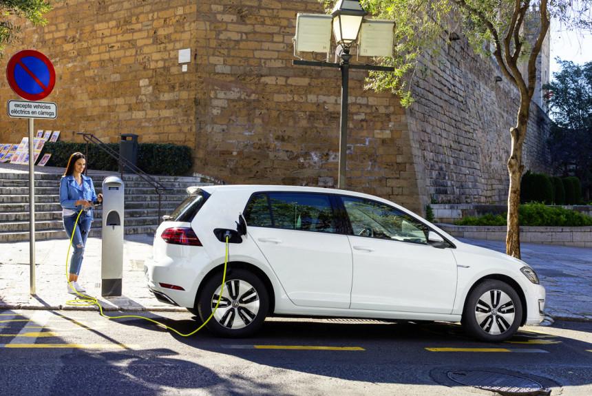 Электрический Volkswagen e-Golf задержится на конвейере