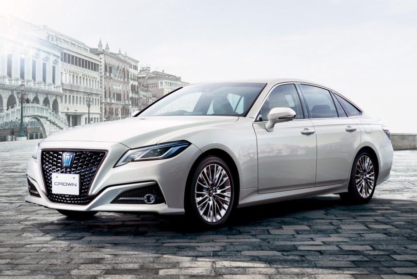 Toyota Crown отпразднует 65-летие двумя спецверсиями