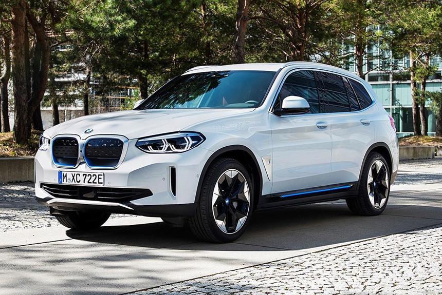 Серийный кроссовер BMW iX3 показали раньше срока