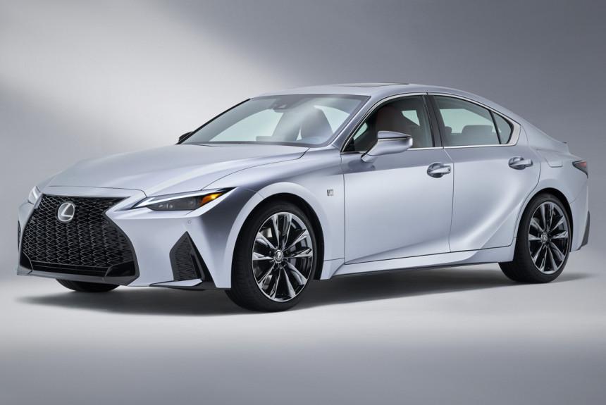 Новый Lexus IS: первые фотографии накануне дебюта