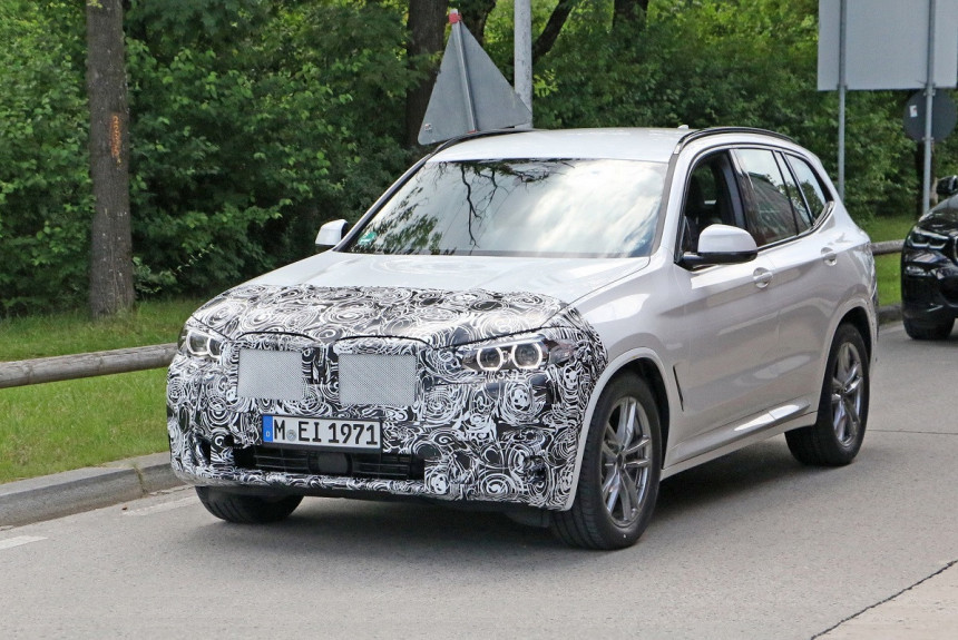 Обновленный BMW X3: первые фото в камуфляже