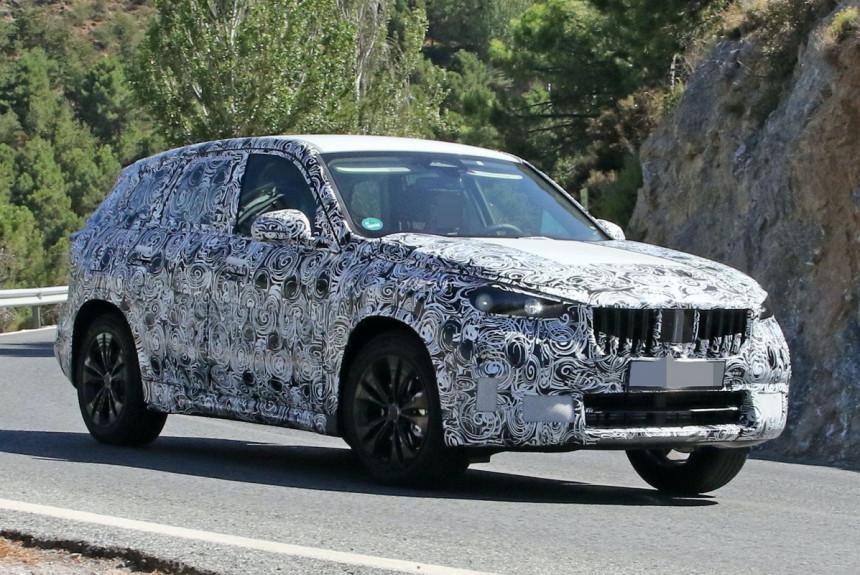 Новый кроссовер BMW X1 попал в объективы фотошпионов