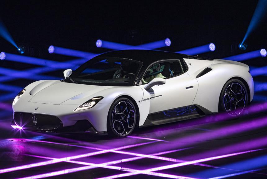 Article 170823 860 575 - Представлен среднемоторный суперкар Maserati MC20