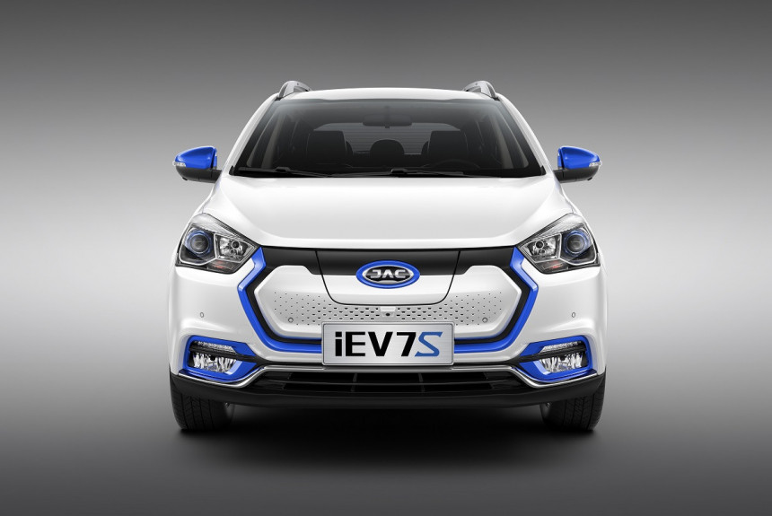 JAC представил в Российской Федерации электромобиль iEV7S за2,3 млн руб.