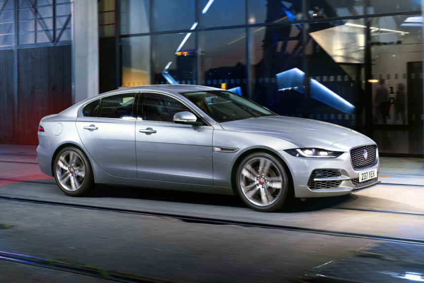 Дизель и электроника седан Jaguar XE опять доработан