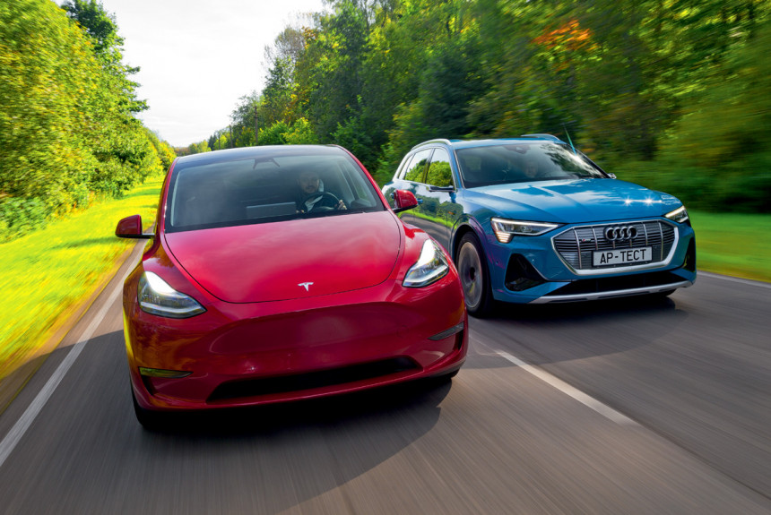 Етронный коллайдер: тест противоположно заряженных электромобилей Audi e-tron и Tesla Model Y
