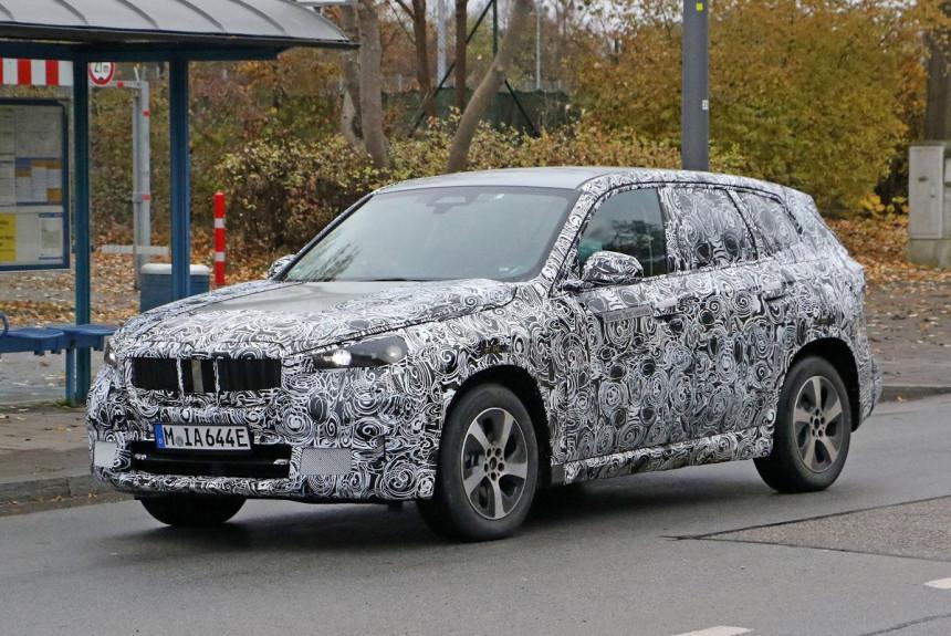 Электрический паркетник BMW iX1 впервые попался фотошпионам