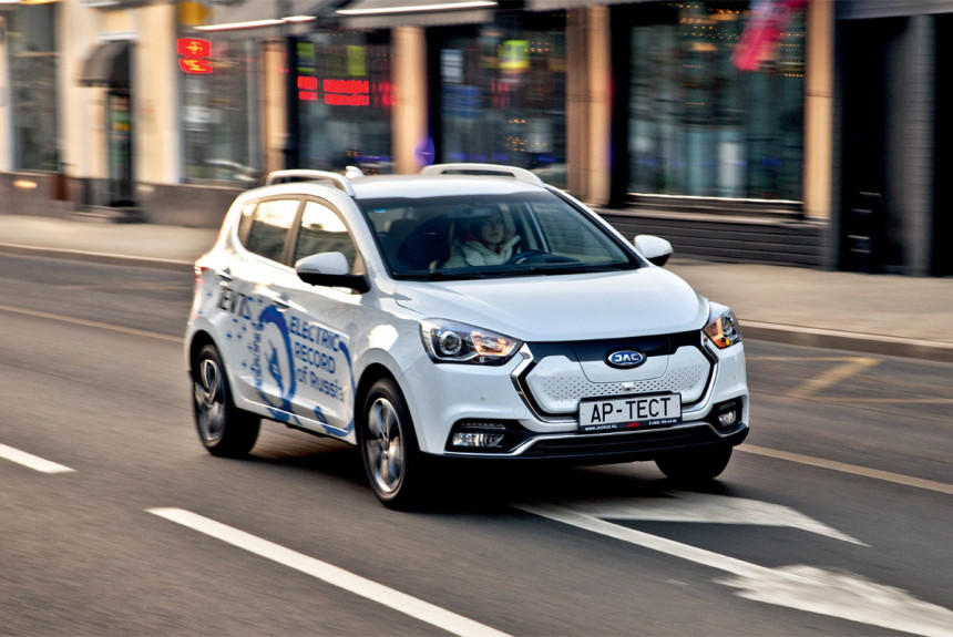 Китайский электромобиль JAC iEV7S — как едет и как заряжается?