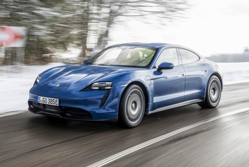 В России появится базовый Porsche Taycan: объявлена цена