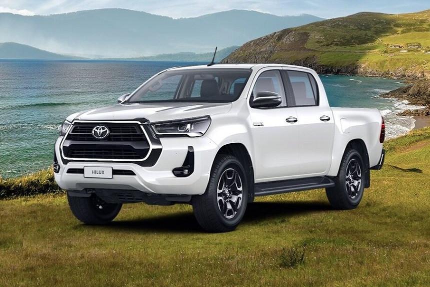 Пикап Toyota Hilux получил новую бензиновую топ-версию в России