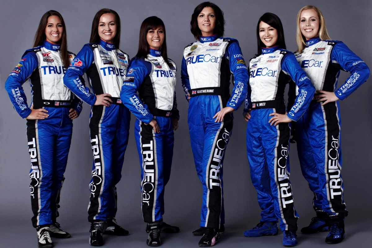 Девушки для работы на гонках работа девушкам досуг