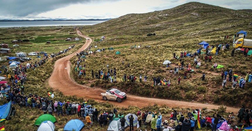 Боливийские зрители— сама преданность. В Ла Пасе гонщики вообще двигались в сплошном живом коридоре!