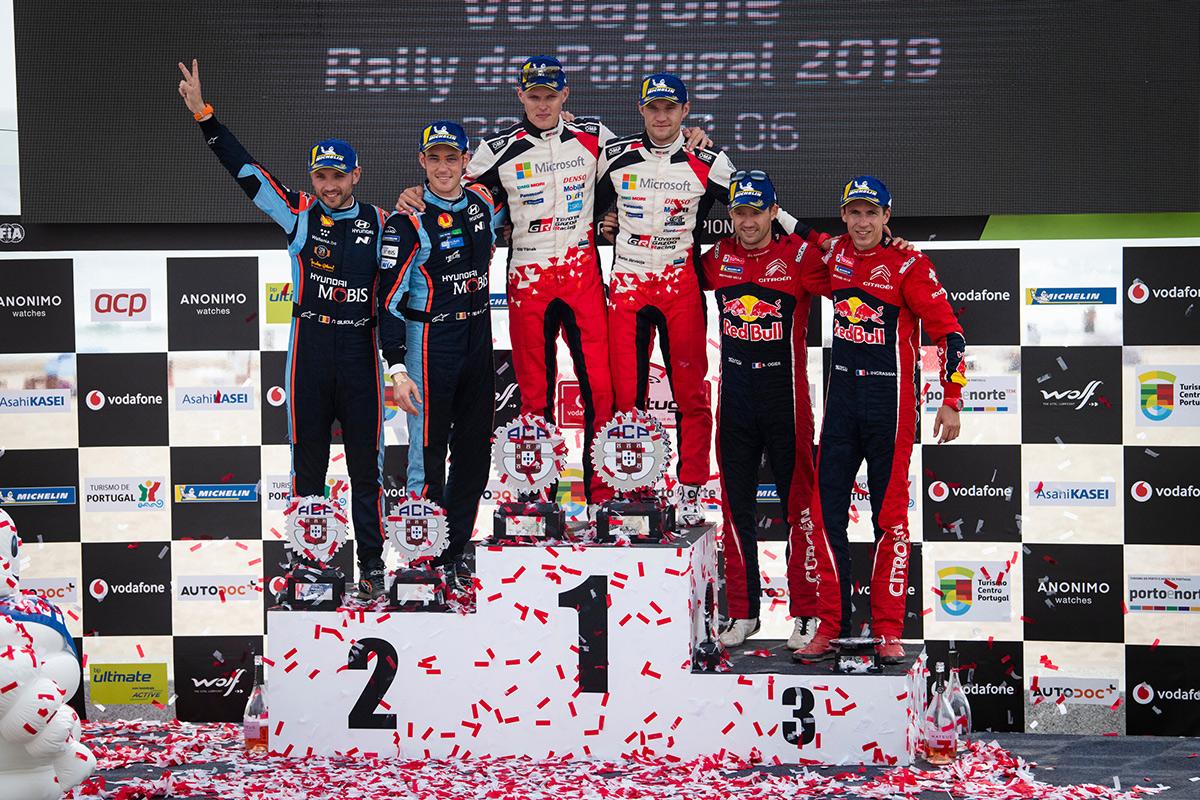 Отт Тянак и Мартин Ярвеоя вырвались вперед по числу побед на этапах WRC за сезон, однако в личном зачете эстонцы пока держатся на втором месте