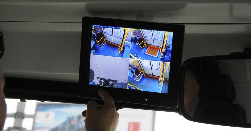 Изображения с камер показывают двери и пантограф