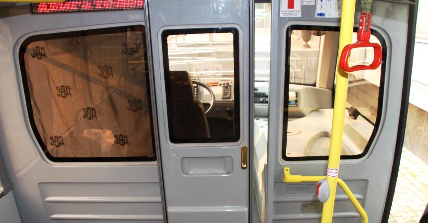 Автобус Вихрь: В кабину ведет сдвижная дверь