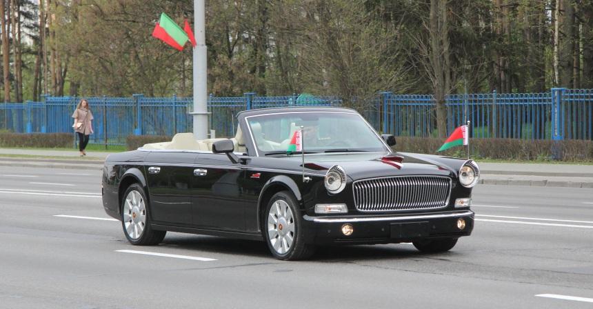 На эксклюзивных кабриолетах FAW Hongqi L5, построенных специально для Белоруссии, в Минске принимают парады с 2015 года