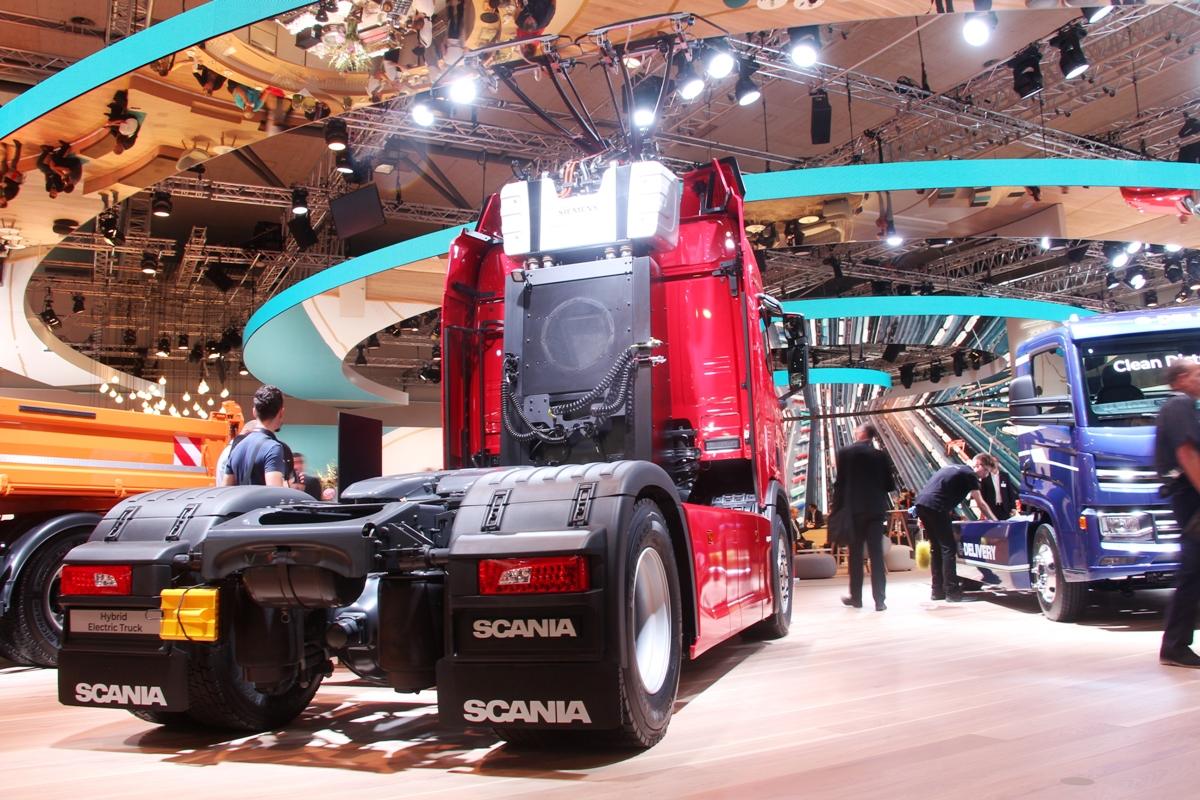 Гибридный тягач Scania на выставке IAA...