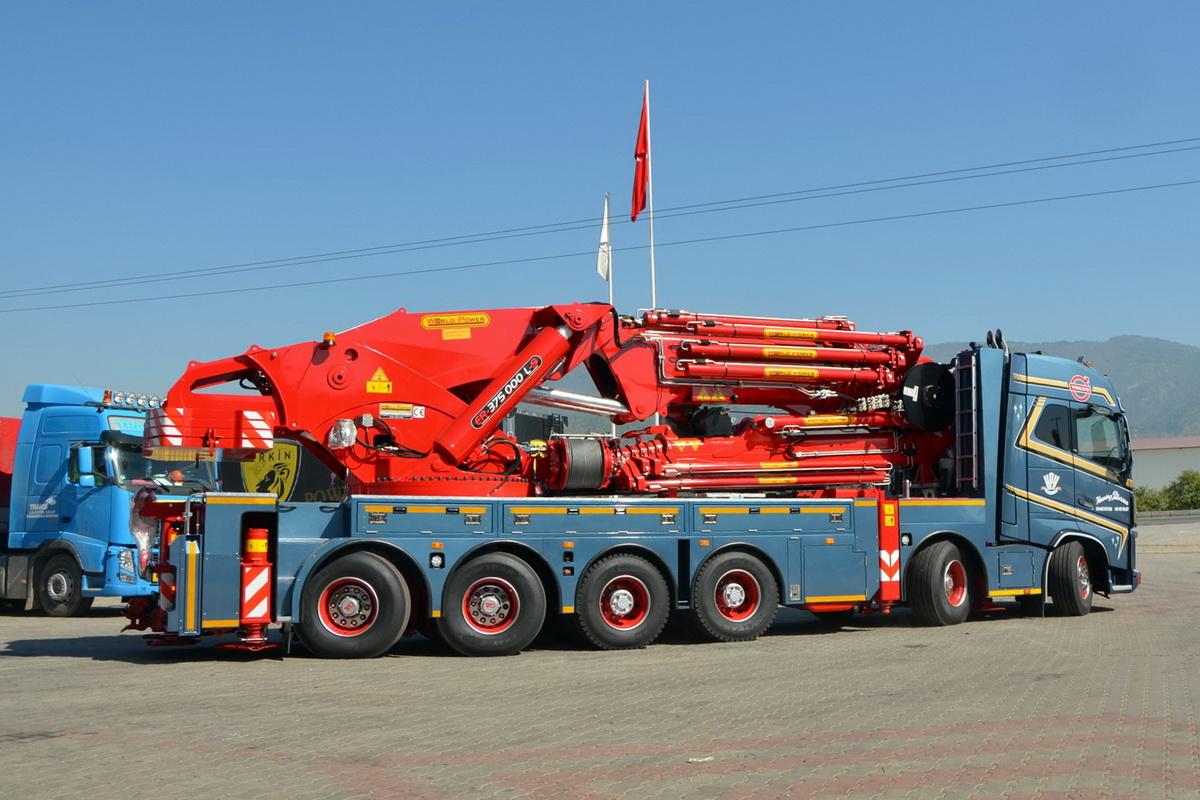 А это уже 150-тонный кран для голландского заказчика