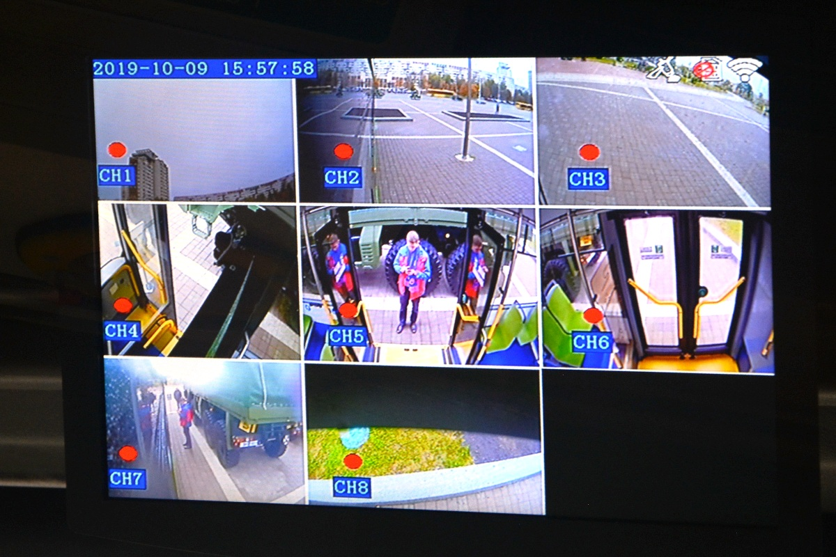 Восемь камер наблюдения — пять снаружи и три внутри — позволяют полностью контролировать обстановку