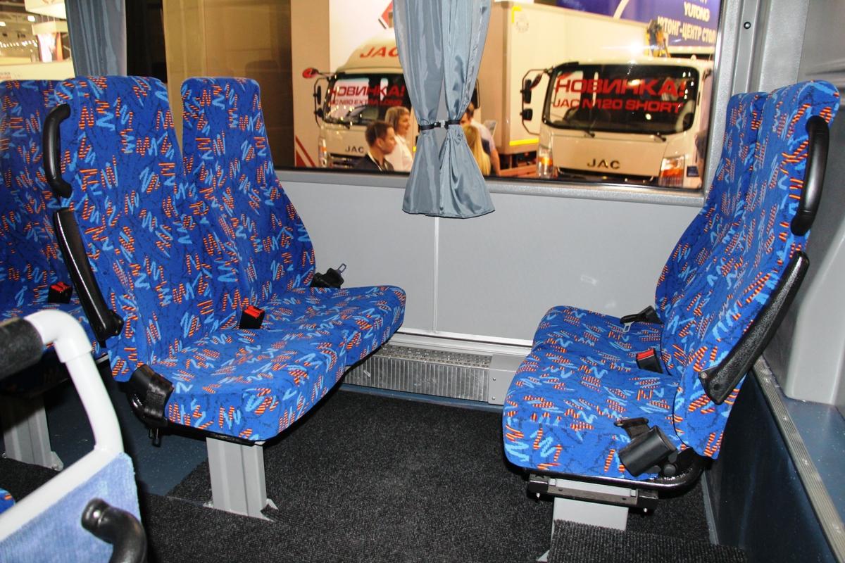 Пара сидений в салоне установлена против хода
