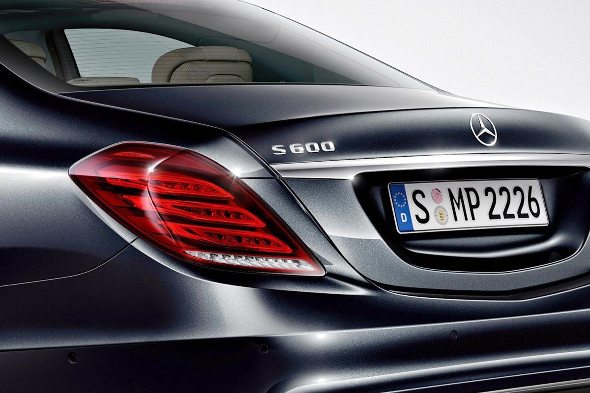 Раньше обозначения моделей Mercedes и Scania выглядели похоже