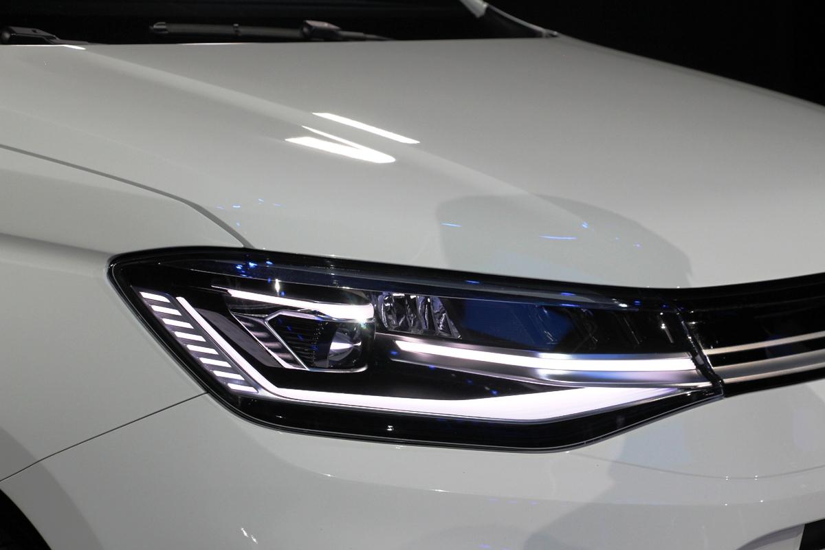 Фары и задние фонари у Caddy в дорогих версиях полностью светодиодные