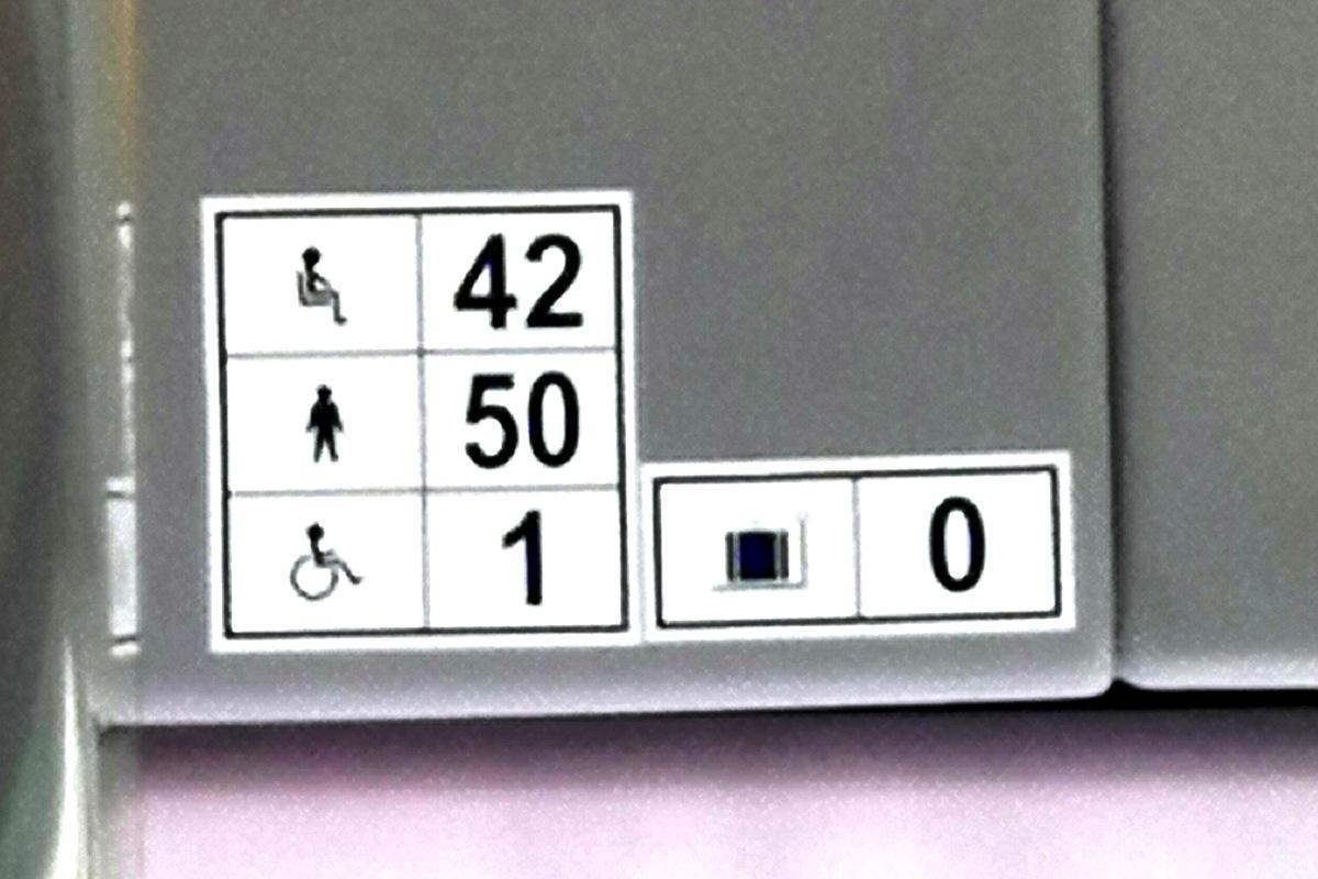 В новом автобусе, естественно, предусмотрено и место для инвалидной коляски