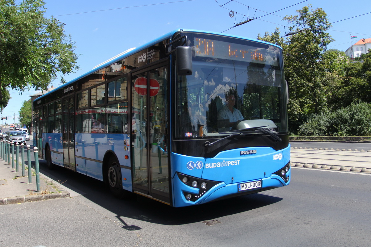 Последний «горожанин» Ikarus V127 позднее производился под именем Modulo М108 из-за судебных споров